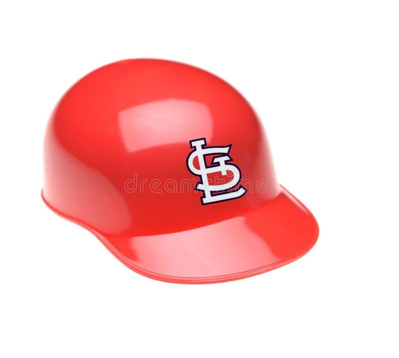 Plan rapproché d'un mini casque collectable de pâtes lisses pour le St Louis Cardinals photo stock