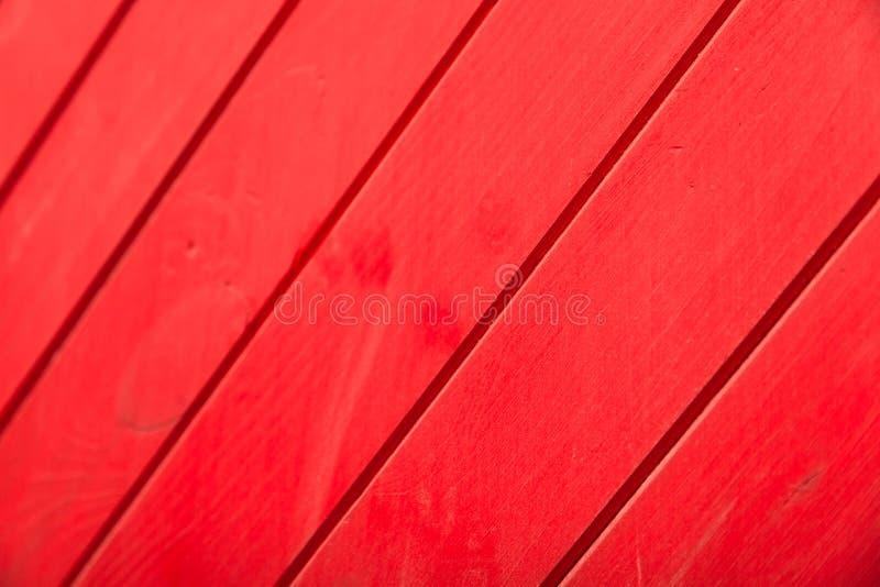 Plan rapproché d'un mur en bois rouge images stock