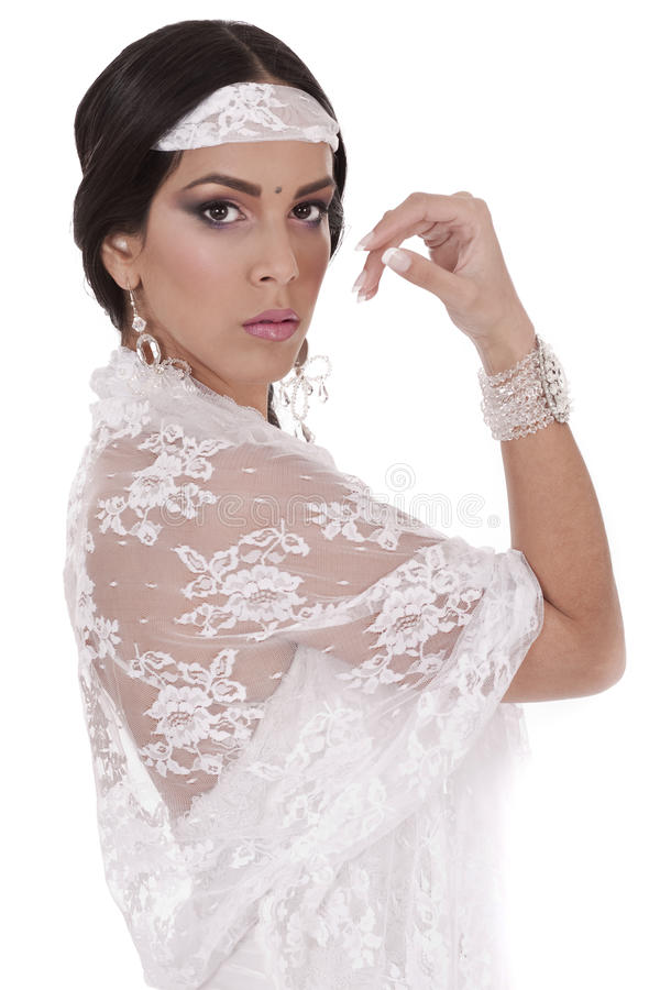 Plan rapproché d'une belle mariée indienne images stock