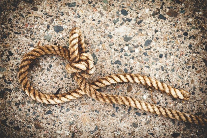 Plan rapproché d'une corde d'amarrage photos libres de droits