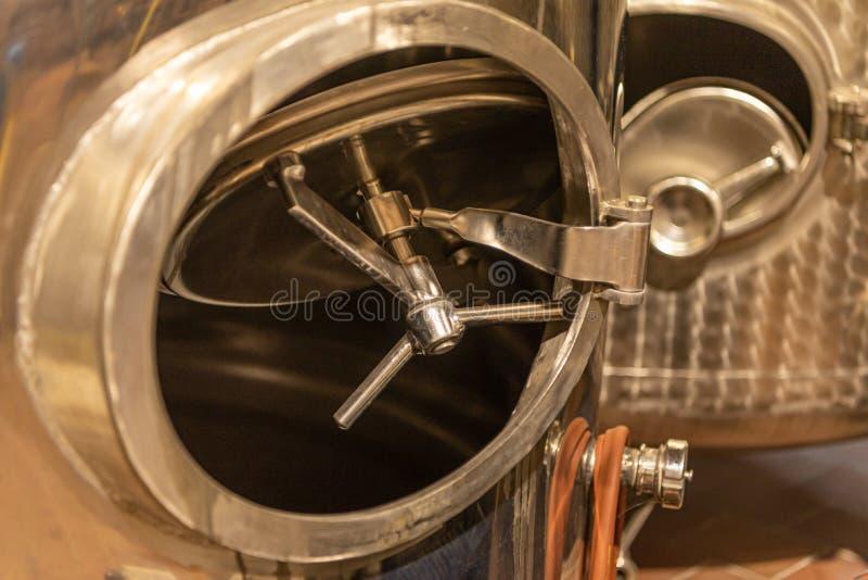 Plan rapproché d'une porte de réservoir de réservoirs au stockage pour la nourriture photographie stock