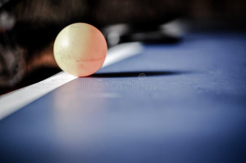 Plan rapproché de balle de tennis de table image libre de droits