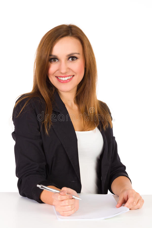 Plan rapproché de belle jeune femme attendant écrivant des notes. images libres de droits
