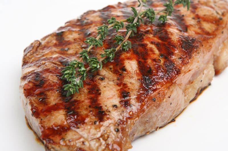 Plan rapproché de bifteck de boeuf d'aloyau image libre de droits