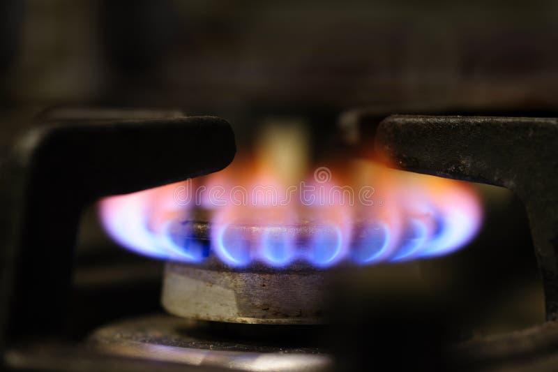 Plan rapproché de brûleur à cuisinière à gaz image stock