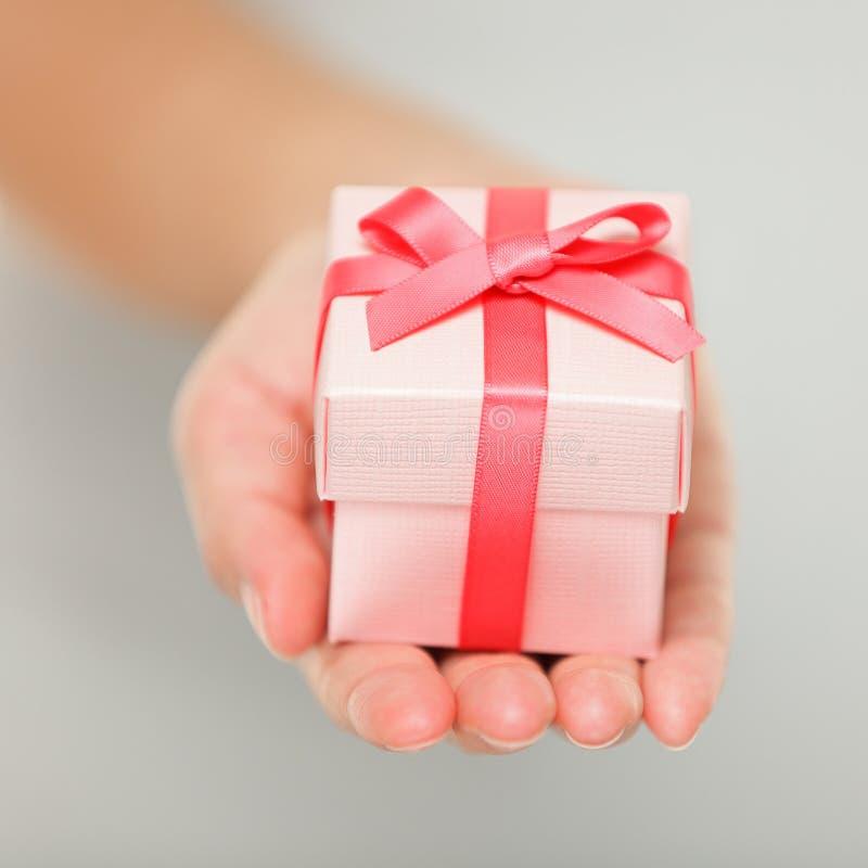 Plan rapproché de cadeau photographie stock libre de droits