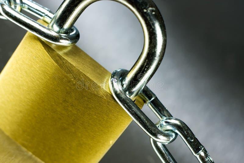 Plan rapproché de cadenas avec le réseau photos stock