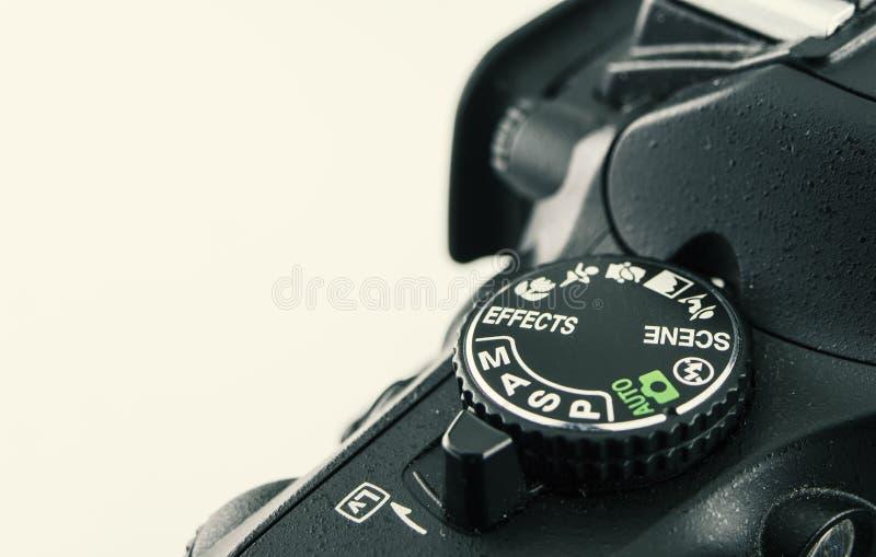 Plan rapproché de cadran de caméra de DSLR cela montre le cadran de tir de mode photo stock