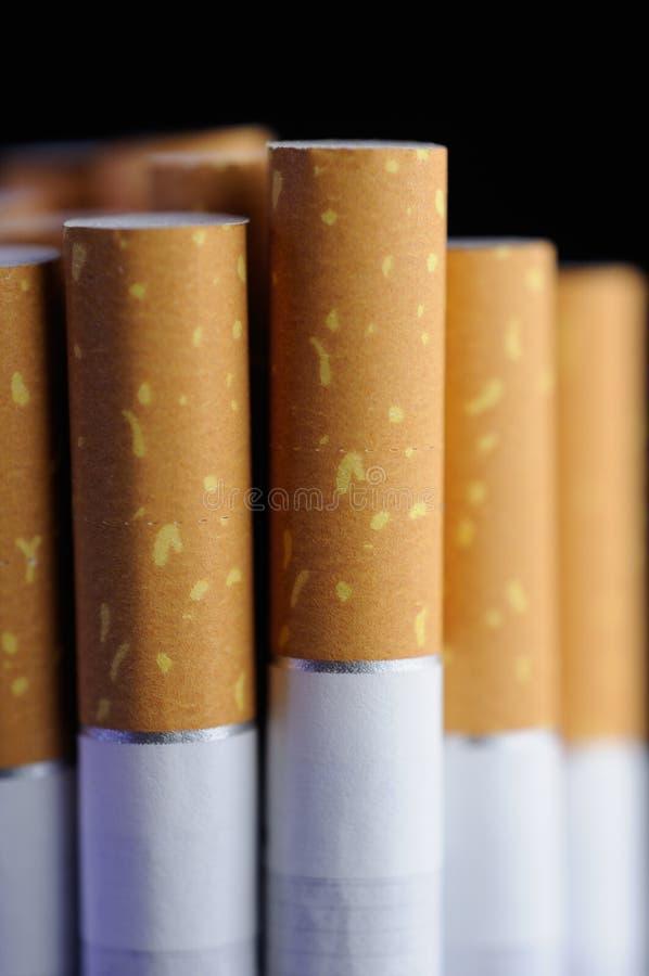 Plan rapproché de cigarettes images libres de droits