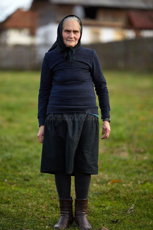 Plan rapproché de dame âgée extérieure photo stock