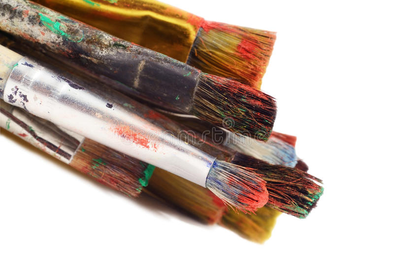 Plan rapproché de différents pinceaux de taille, outils d'artiste, d'isolement image stock