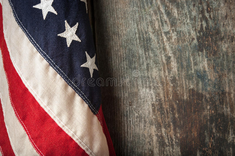 Plan rapproché de drapeau américain sur de vieux conseils image libre de droits
