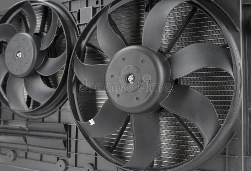 plan rapproché de fan de radiateur de voiture photo stock