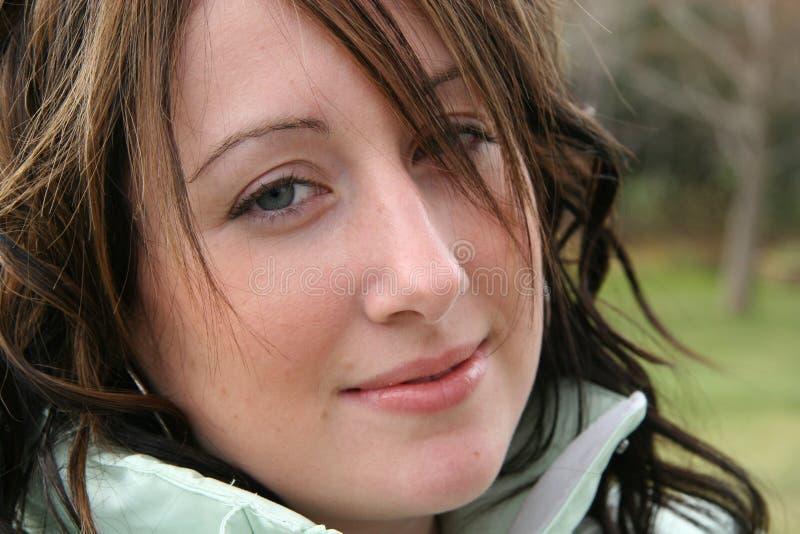 Plan rapproché de femme avec le sourire photographie stock