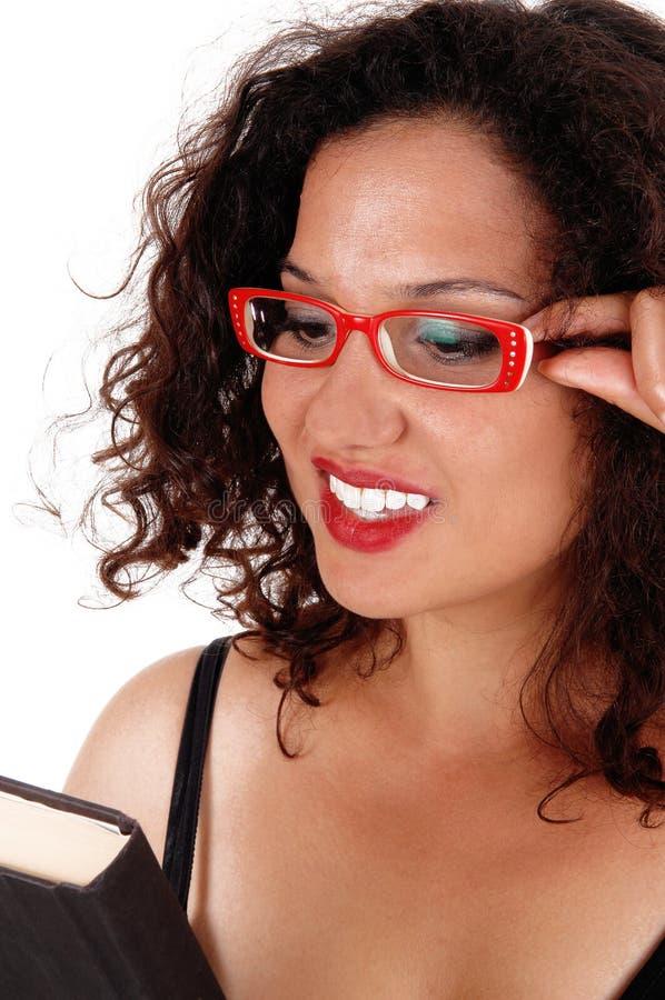 Plan rapproché de femme avec les verres rouges images libres de droits