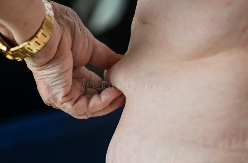 Plan rapproché de femme de poids excessif caucasienne pluse âgé obèse image libre de droits