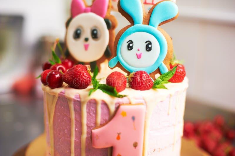 Plan rapproché de gâteau d'anniversaire photo stock