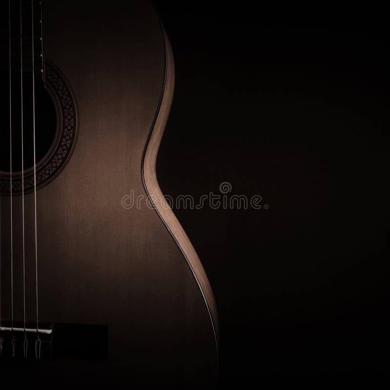 Plan rapproché de guitare acoustique Fin classique de guitare vers le haut photo stock