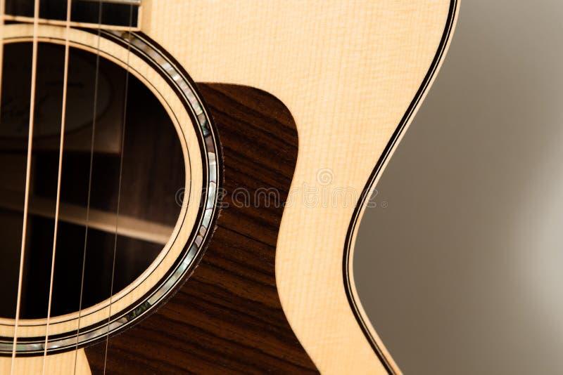 Plan rapproché de guitare acoustique Image détaillée de la guitare image stock