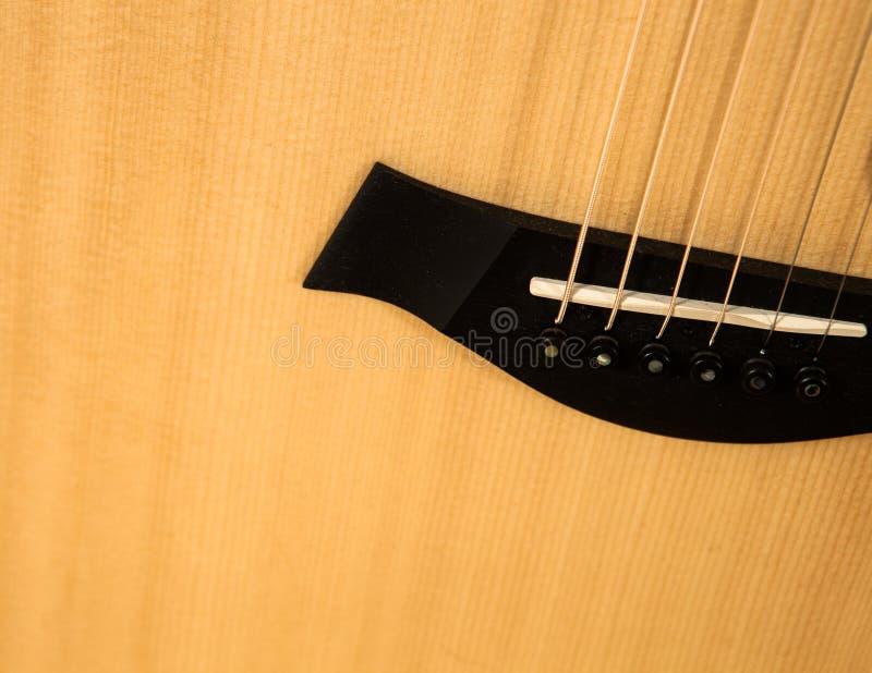 Plan rapproché de guitare acoustique Image détaillée du pont en guitare photos libres de droits