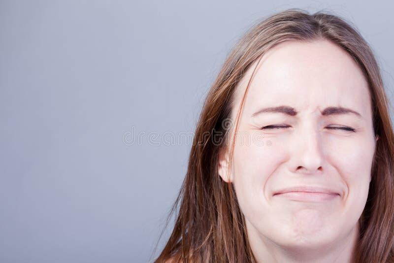 Plan rapproché de jeune fille pleurante photographie stock libre de droits