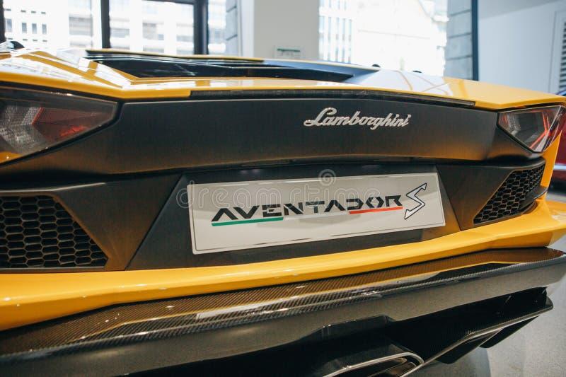 Plan rapproché de l'emblème de Lamborghini Aventador images libres de droits