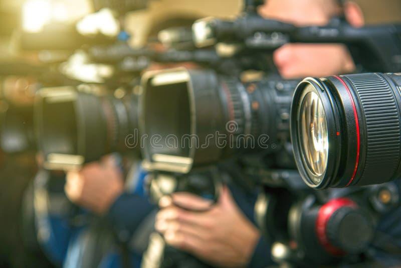 Plan rapproché de l'objectif de caméra au dos du caméscope si SH image stock