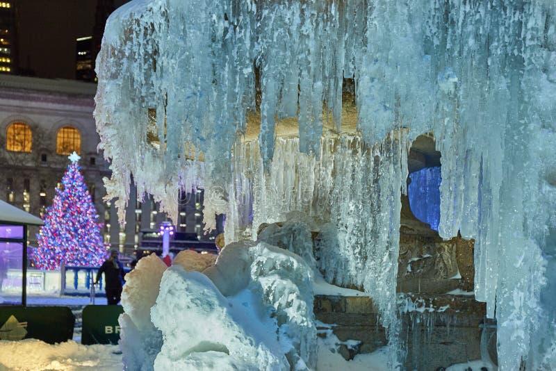Plan rapproché de la fontaine congelée en Bryant Park photographie stock