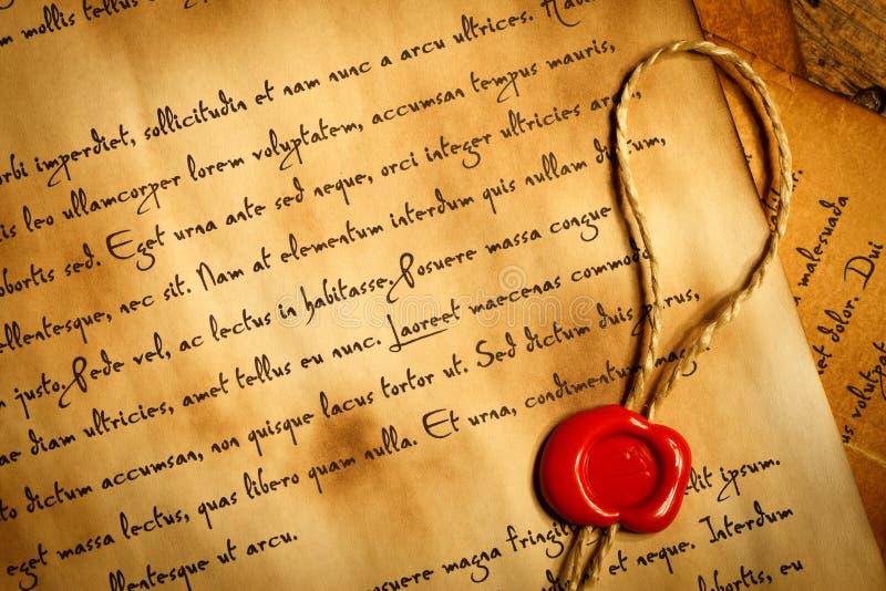 Plan rapproché de lettre antique avec le joint de cire photo stock