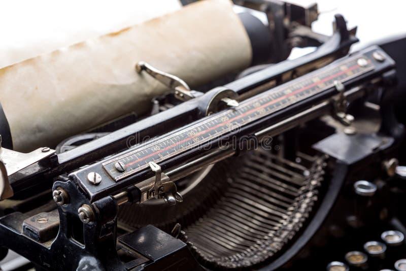 Download Plan Rapproché De Mécanisme De Ruban De Machine à écrire De Vintage Illustration Stock - Illustration du antiquité, image: 87701311