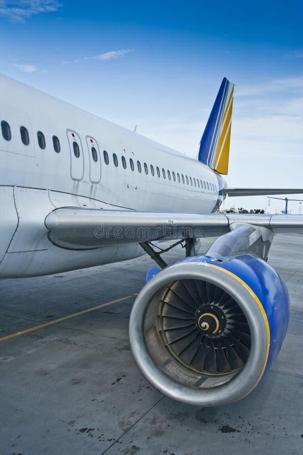 Plan rapproché de moteur de turbine et de fond plats d'aile personne photos stock