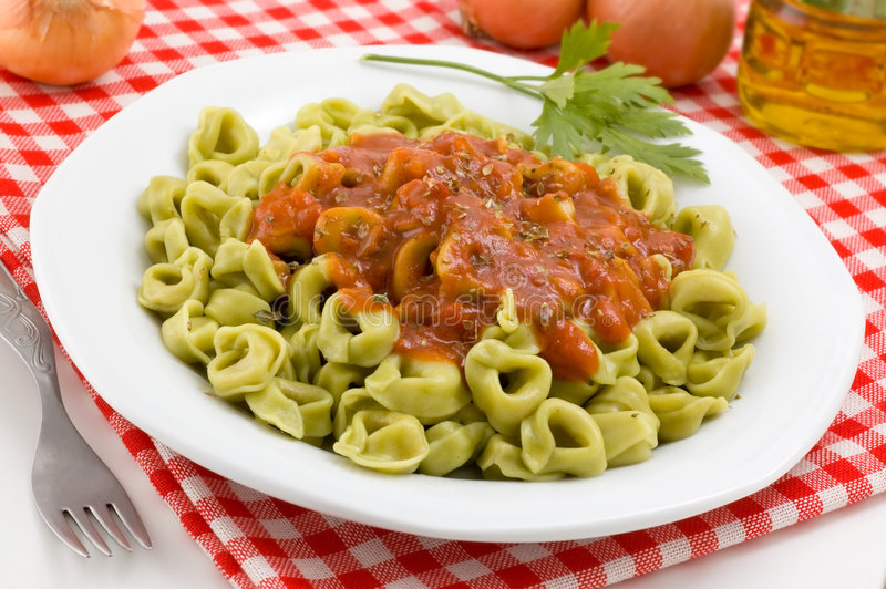 Plan rapproché de paraboloïde de tortellini. photos stock