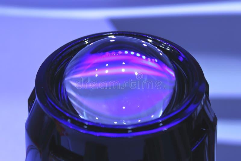 Plan rapproché de phares de voiture de lentille photos stock