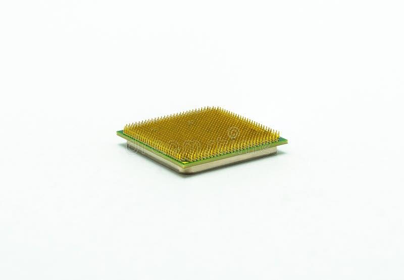Plan rapproché de processeur d'unité centrale de traitement d'ordinateur, goupilles évidentes d'or, d'isolement sur le fond blanc photos stock