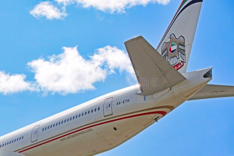 Plan rapproché de queue d'Etihad Airways Boeing 777-300ER photos libres de droits