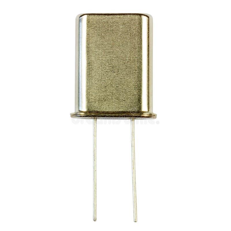 Plan rapproché de résonateur à quartz d'isolement sur le fond blanc Composant électronique photo stock