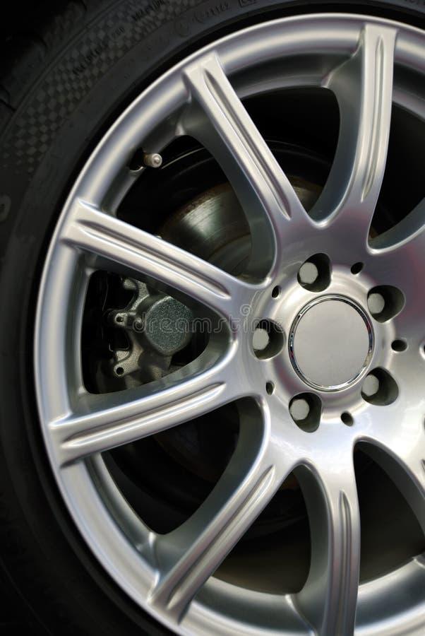 Plan rapproché de roue d'automobile photographie stock libre de droits