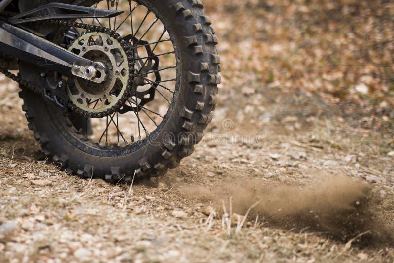 Plan rapproché de roue de résistance de motocross images stock