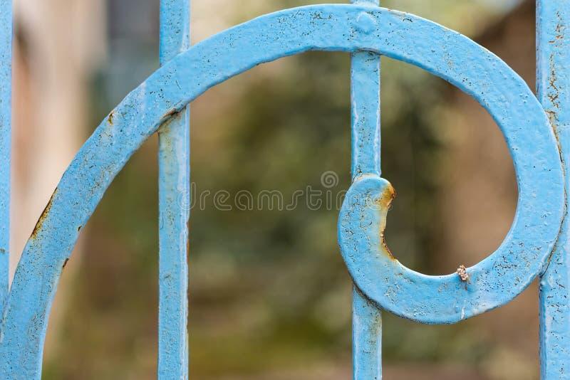 Plan rapproché de Rusty Blue Painted Metal Spiral Rapport d'or de Fibonacci image libre de droits