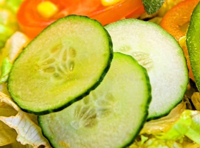 Plan rapproché de salade de concombre image stock