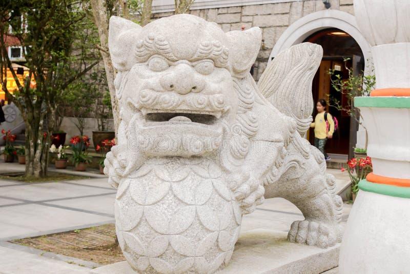 Plan rapproché de statue de lion dans PO Lin Monastery, Hong Kong images stock