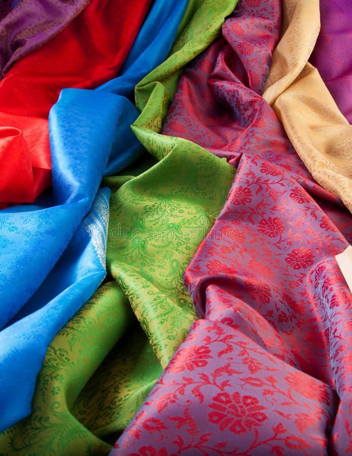 Plan rapproché de tissu en soie photos stock