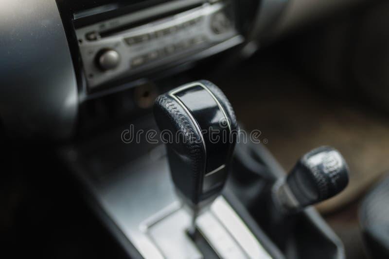 Plan rapproché de transmission automatique de SUV photographie stock libre de droits