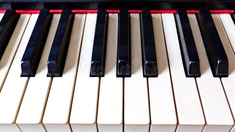 Plan rapproché de vieilles clés de piano L'idée du concept pour l'amour de la musique et de l'inspiration musicale image stock