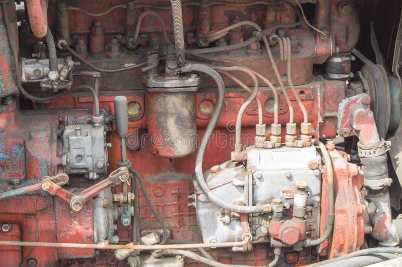 Plan rapproché de vieilles pièces sales de moteur diesel de tracteur image libre de droits