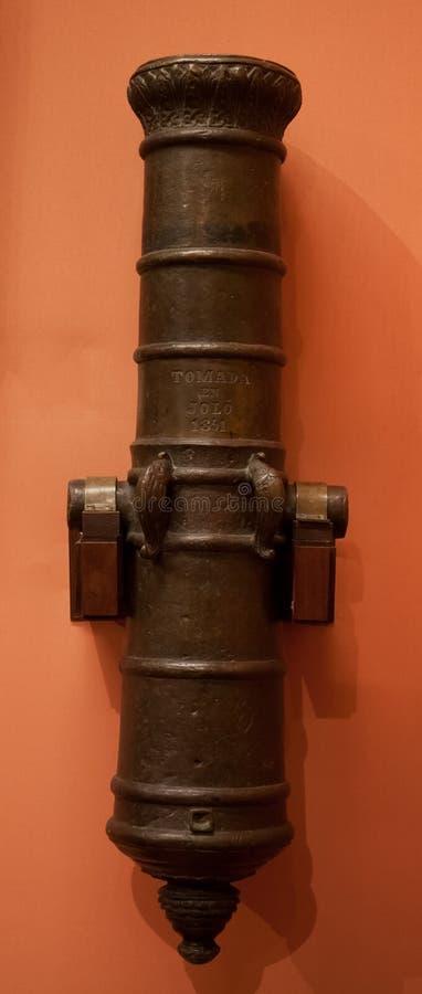Plan rapproché de vieux canon en bronze photo libre de droits