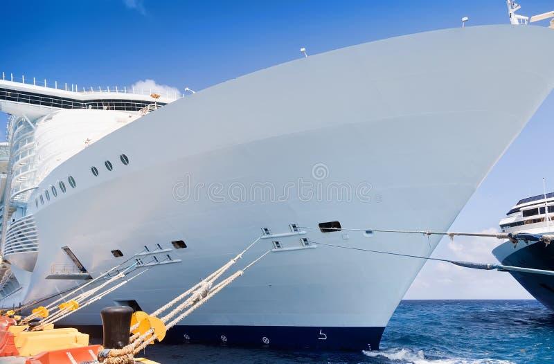 Plan rapproché des bateaux de croisière photo stock