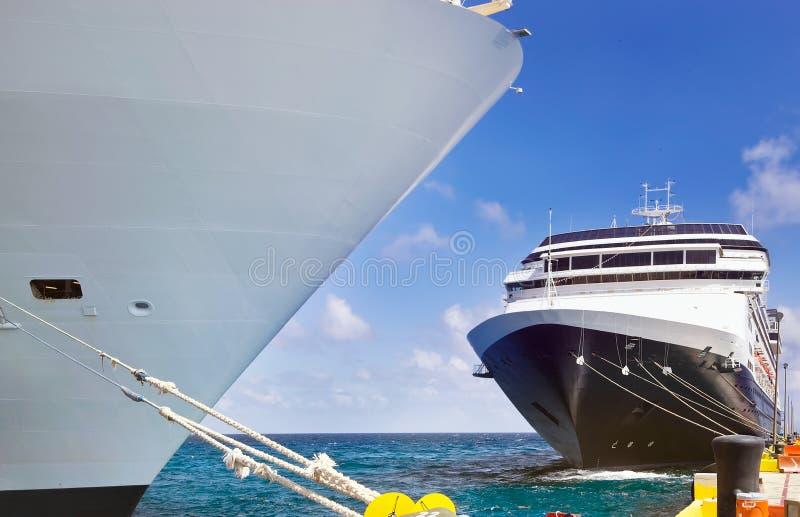 Plan rapproché des bateaux de croisière photographie stock