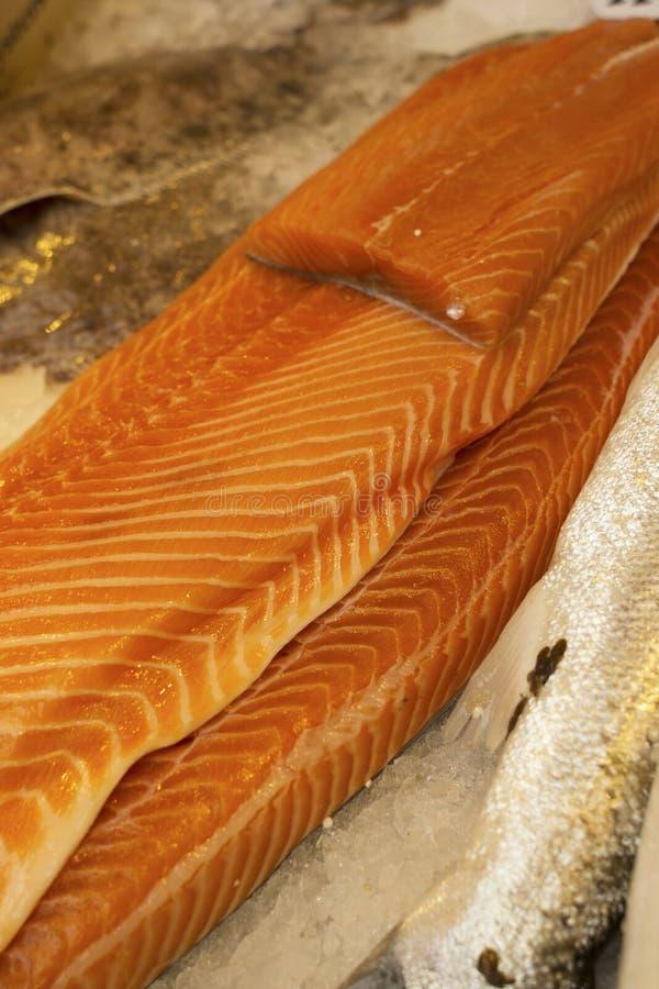 Plan rapproché des côtés des saumons image libre de droits