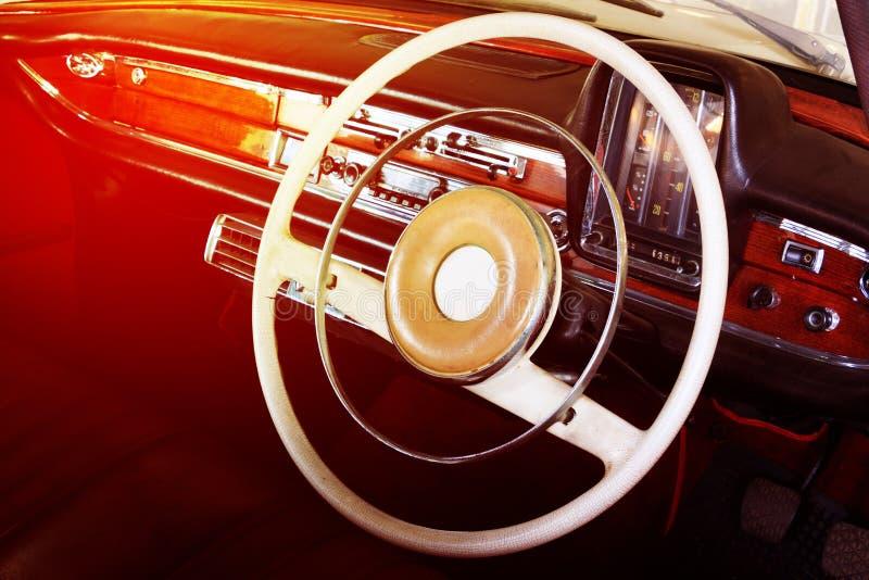 Plan rapproché des détails de roue de voiture de vintage photographie stock